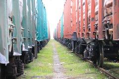 Beetween zwei Güterzüge Lizenzfreie Stockbilder
