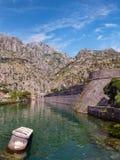 Befästning för Kotor stadsvägg Royaltyfri Foto