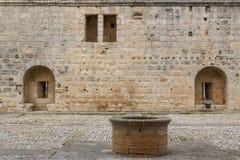 Befästningar av den Aigues-Mortes staden arkivbild