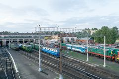 Befördern Sie Depot für Reparatur und Wartung der elektrischen Lokomotive mit dem Zug Lizenzfreie Stockbilder