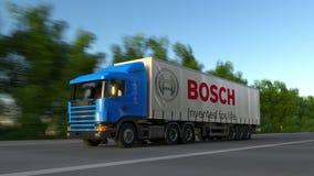 Befördern Sie halb LKW mit Robert Bosch-GmbHlogo, das entlang Waldweg, nahtlose Schleife fährt Redaktionelles Klipp 4K stock footage