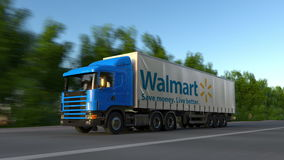 Befördern Sie halb LKW mit Walmart-Logo, das entlang Waldweg fährt Redaktionelle Wiedergabe 3D Stockfotos