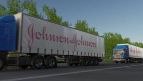 Befördern Sie halb LKWs mit Johnson and Johnson-Logo, das entlang Waldweg fährt Redaktionelle Wiedergabe 3D Lizenzfreies Stockfoto