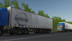 Befördern Sie halb LKWs mit Nissan-Logo, das entlang Waldweg fährt Redaktionelle Wiedergabe 3D Stockfoto