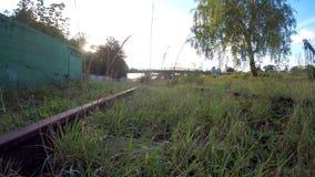 Befördert außer Betrieb mit der Eisenbahn, überwältigt stock video