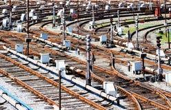Befördert Zugdepot mit der Eisenbahn Lizenzfreie Stockfotografie