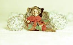 Befana приходит явление божества, приносит подарки к хорошим детям, и углю к плохим детям стоковая фотография