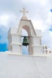 Beffroi au ciel bleu sur l'île de Mykonos photo libre de droits