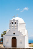 Beffroi au ciel bleu sur l'île de Sifnos images libres de droits