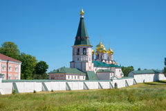 Beffroi et cathédrale de l'icône de la mère de Dieu Iverskaya Monast d'Iversky Svyatoozersky Bogoroditsky Photos libres de droits