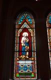 befläckt kyrkligt exponeringsglas arkivfoton