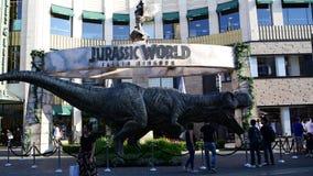 Befordrings- T-rex för den Jurassic världen för kommande film: Stupat kungarike arkivfilmer