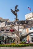Befordrings- tyrannosarierex T-rex för den Jurassic världen för kommande film: Stupat kungarike Royaltyfri Bild