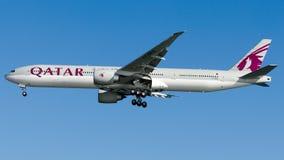 A7-BEG卡塔尔航空,波音777-300 库存图片