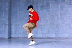Begaafde jonge rapper in beweging stock fotografie