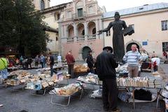 Begagnad bokmarknad utanför Royaltyfria Foton