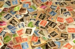 Begagnad brittisk bakgrund för portostämplar Arkivbilder