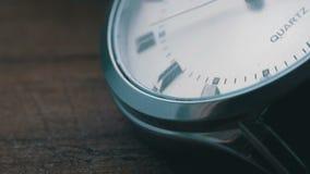 Begagnat slut för lyxig klocka för man` s upp lager videofilmer