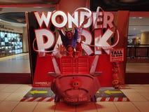 BEGAWAN BANDAR SERI, BRUNEI - CIRCA MAART, 2019: Een Rechtopstaande reiziger van Wonder Parkvertoning bij bioskoop royalty-vrije stock foto's