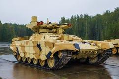 BEGEINDIGER 2 het Gevechtsvoertuig BMPT-72 van de Brandsteun Stock Foto