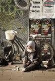 Begger em uma rua Imagem de Stock Royalty Free