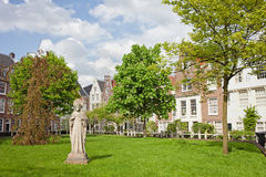 Begijnhof庭院在阿姆斯特丹 免版税图库摄影