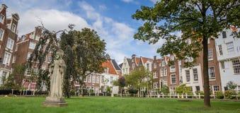 Begijnhof的全景在阿姆斯特丹的中心 库存照片