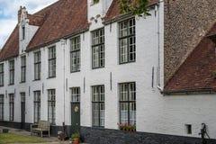 Begijnhof Beguinage fattighus i Brugge Bruges, Belgien Grundat i 1245 En plats för UNESCO-världsarv fotografering för bildbyråer