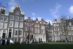 Begijnhof de aan Singel en Amsterdam Nederland Fotos de archivo