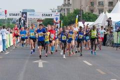 Begin op de Internationale Halve Marathon 2015 van Boekarest Stock Afbeelding