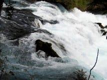 Beginn des Wasserfalls lizenzfreie stockbilder