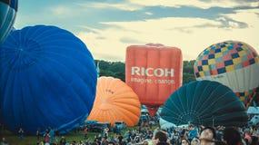 Beginnen des Aufstiegs der Ballone Stockbild