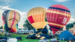 Beginnen des Aufstiegs der Ballone in Bristol Stockfoto