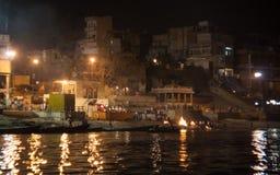 Beginnen Nacht Puja in Varanasi Lizenzfreie Stockfotos
