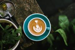 Beginnen Sie Ihr Sonntag mit etwas Kaffee lizenzfreies stockfoto