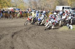 Beginnen Sie Motocross, eine Gruppe des Motorradlaufens Lizenzfreies Stockbild