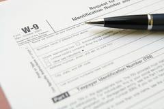 Beginnen Sie neues Geschäft und füllen Sie Formular W9 Lizenzfreie Stockbilder