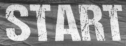 Beginnen Sie schwarze Farbe der Fahne mit weißer Beschriftung lizenzfreie stockfotografie