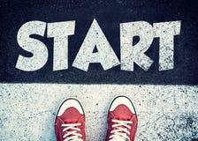 Beginnen Sie Zeichen auf der Straße Stockfotografie