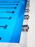 Beginnende platforms in de pool Royalty-vrije Stock Foto