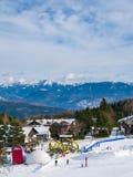 Beginners бегут для детей и родителей в лыжном курорте Стоковые Фотографии RF
