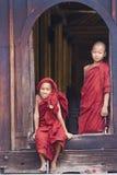 Beginners bij het Klooster van Shwe Yan Phe Stock Foto's
