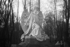 Begräbnisskulptur in Form eines Engels Stockfotos