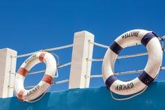 Begrüßen Sie ein Brett! Marinethemahintergrund Stockfotos