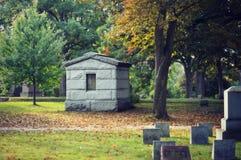 Begraafplaats in daling royalty-vrije stock afbeelding