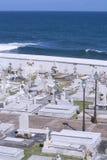 Begraafplaats die oceaan overzien Royalty-vrije Stock Foto