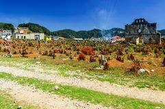 Begraafplaats & geruïneerde kerk, San Juan Chamula, Mexico stock foto's