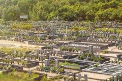 Begraafplaats in Japan, de stad van Shima, Augustus 2018 Japanse well-kept begraafplaats op een de zomerdag stock afbeeldingen