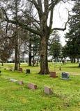 Begraafplaats op dalingsdag Stock Foto's