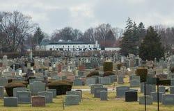 Begraafplaats in Rhode Island op bewolkte dag Stock Afbeeldingen